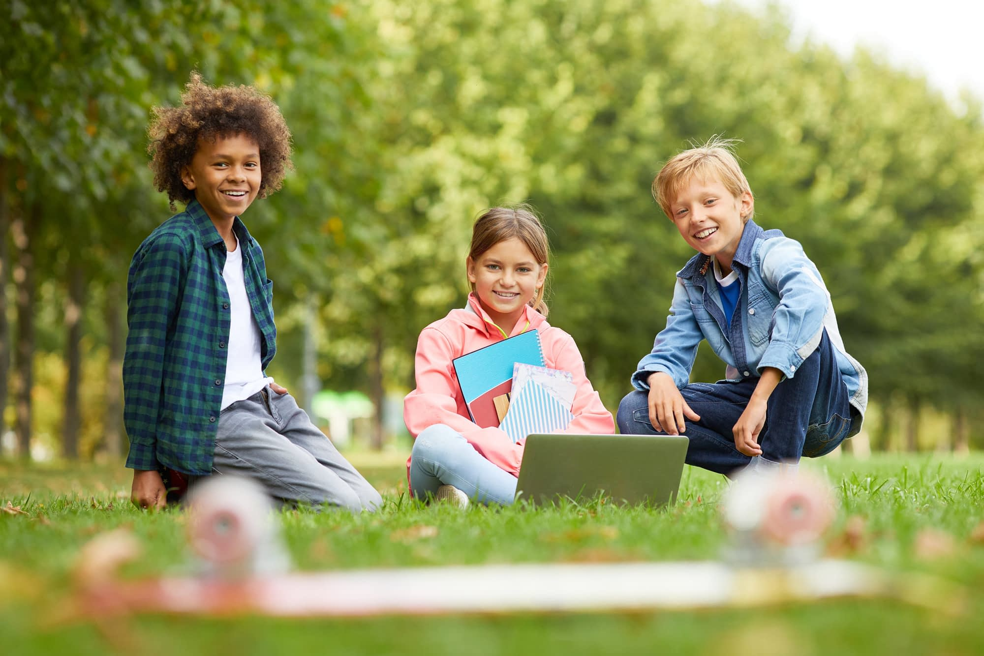 school children studying outdoors XZ3G492 1 scaled